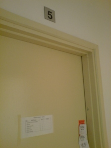 "bye-bye bilik no 5!!! (T_T"")"
