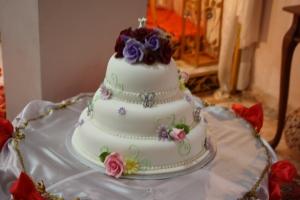 <i>Wed's cake! Yummy!</i>